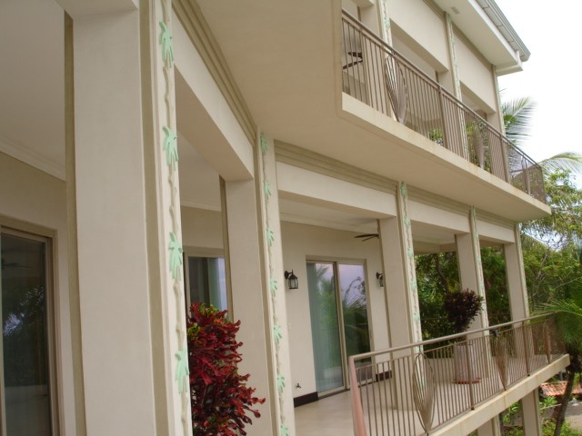 Beach front 3 level playa flamingo house rental for Balcony overlooking ocean